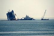 Le Rokia Delmas échoué vu de La Couarde en Ré le 28 octobre 2006. On distingue l'Île d'Oléron en arrière-plan.