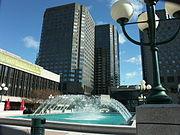 Fontaine sur le toit de la Place des Arts