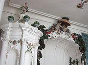 Décorations en stuc, Pilsrund?le, Lettonie.