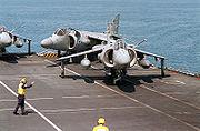 Les ADAV comme le Harrier sont utilisés à bord de porte-aéronefs