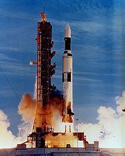 Le dernier lancement de Saturn V emporte la station spatiale Skylab en orbite LEO en lieu et place du troisième étage.