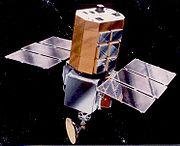 Vue d'artiste du satellite SolarMax.  Il observa la couronne solaire et les taches solaires de 1984 à 1989.