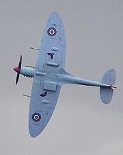 Un Spitfire vu de dessous