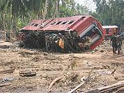 Train renversé par le tsunami du 26 décembre 2004 au Sri Lanka.