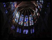 Vitraux du chœur de la basilique Saint-Denis, au nord de Paris
