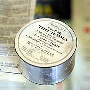 «Poudre Tho-Radia, à base de radium et thorium, selon la formule du Dr Alfred Curie...»