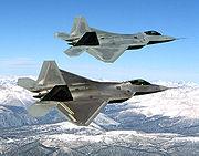 Deux F-22 Raptor en vol.