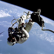 Edward White dans l'espace