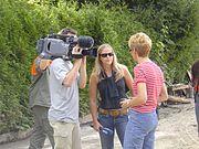 Une équipe de télévision suisse utilisant une caméra XDCAM