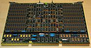 Une carte mémoire RAM de 4 Mo pour ordinateur VAX 8600 (circa 1986).