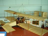 Reconstitution de 1919 de l'avion ayant parcouru le 1er km en circuit fermé en 1908.