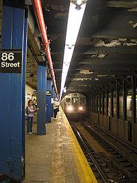 Quai de la station de la 86e rue (lignes B et C).