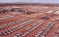 Stationnement en surface d'un arsenal d'avions retirés du service actif sur une Davis-Monthan Air Force Base de l'U.S. Air Force.