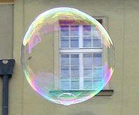 Iridescence d'une bulle de savon.