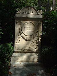 La tombe de Brongniart dans le cimetière qu'il a conçu, le Père Lachaise