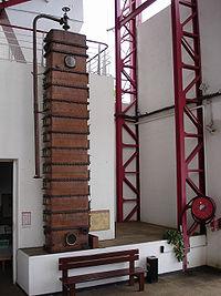 Une colonne à distiller au musée Stella Matutina de Saint-Leu, à la Réunion.