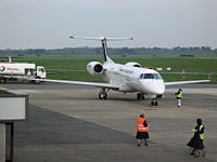 Un Embraer ERJ-135 sur le tarmac