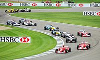Les voitures dans la partie routi�re (Infield) du circuit peu apr�s le d�part du GP 2003