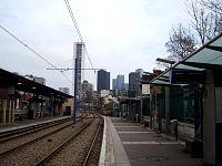 La Défense vue depuis la station de tramway de Puteaux.