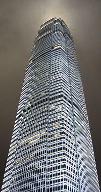 Le Two International Finance Center de 415 mètres
