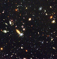 Le champ profond de Hubble, contenant plus d'un millier de galaxies.