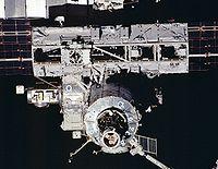 The Poutre S0 (en haut) depuis STS-110 (17 avril 2002)