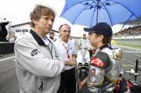Illien et Mc Coy devant l'Ilmor 800 de MotoGP