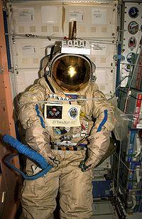 SuitSat à l'intérieur de la Station Spatiale Internationale.