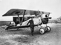 Billy Bishop et un Nieuport 17 britannique en France