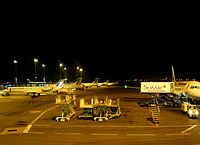 Avions à l'arrêt, aéroport de Lyon.