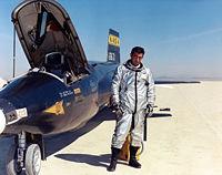 Michael J. Adams devant le X-15 n° 1 en mars 1967