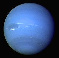 Neptune photographiée par la sonde Voyager 2 durant l'été 1989.