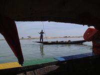 Pêcheur Bozo sur le fleuve Niger près de Gao, au Mali.