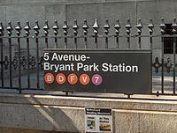 Panneau d'entrée de la station 5th Bryant Park, à Manhattan.