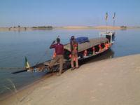 Pinasse touristique sur le fleuve Niger près de Tombouctou, au Mali.