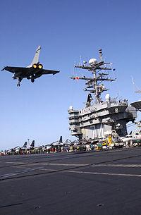 Rafale passant au dessus de l'USS John C. Stennis
