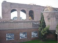 Basilique de Maxence, vue arrière montrant l'abside de Constantin