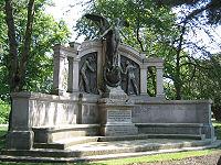Le Mémorial dédié aux officiers mécaniciens qui ont tous péris dans le naufrage du Titanic.