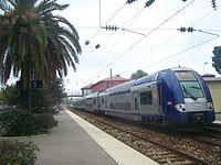 TER en gare d'Antibes.