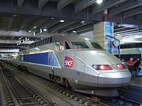 Une rame TGV Atlantique rénovée 'Lacroix' en gare Montparnasse.