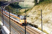 Une rame TGV Sud-Est dans sa livrée originelle