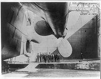 La poupe du paquebot sur les chantiers navals Harland and Wolff.