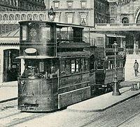 Tramway Mékarski à la gare de l'Est (Paris).