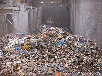 La gestion des d�chets m�nagers est de plus en plus centralis�e, avec des approches vari�es privil�giant le tri ou l'incin�ration ou la mise en d�charge, selon les r�gions. La part du recyclage ne cesse de cro�tre.
