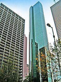 Wells Fargo Bank Plaza, Houston, from base.jpg