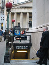 L'entrée de la Broad Street Station, près de Wall Street.