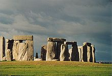 Introduction à l'astronomie. Stonehenge-front-half