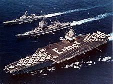 L''Entreprise CVN-65 et deux de ses escorteurs, l'USS Bainbridge et l'USS Long Beach