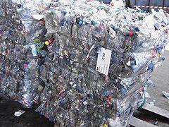 Bouteilles en plastiques prêtes pour le recyclage