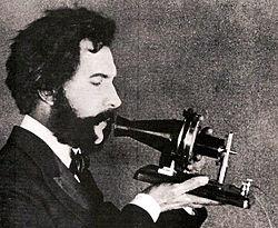 Alexander Graham Bell parlant au t�l�phone en 1876